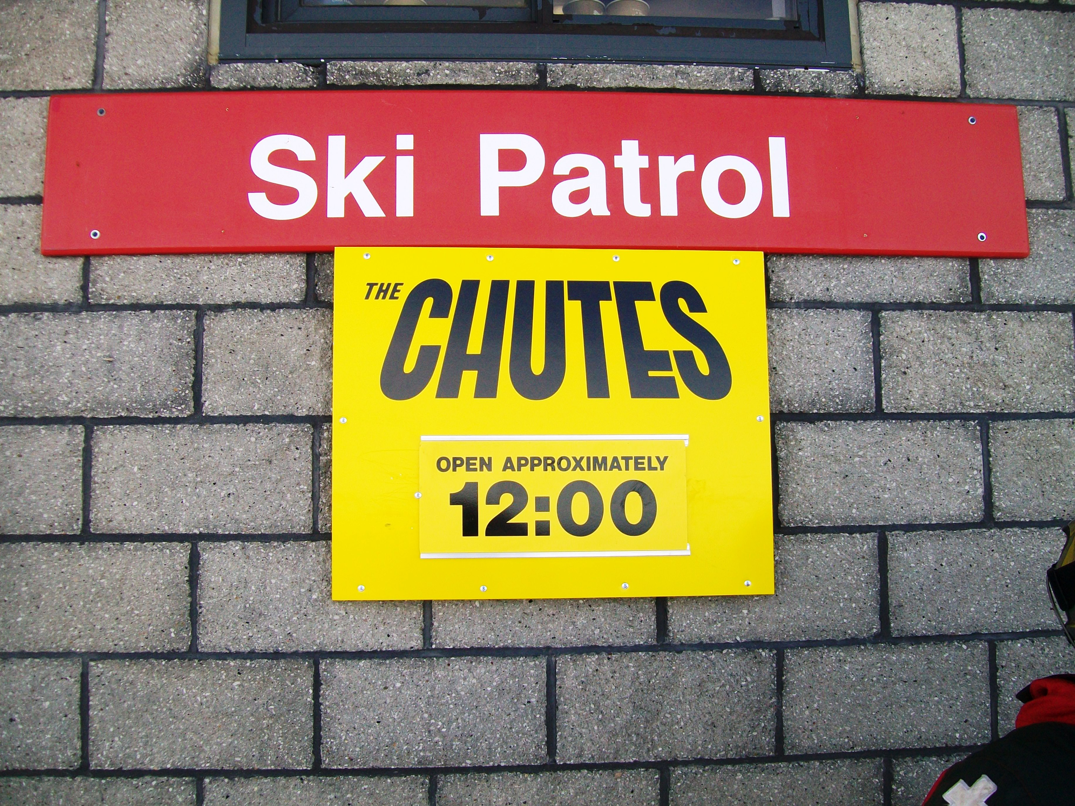 Time Information on Ski Trail Sign