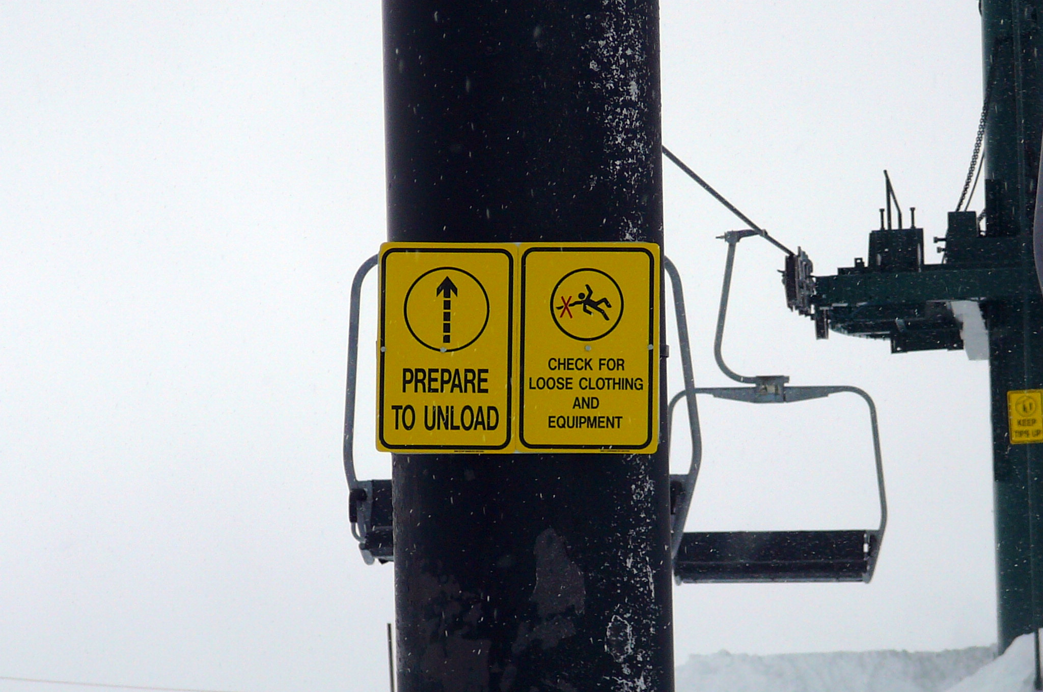 Unloading and Cautionary Signs for Ski Lift